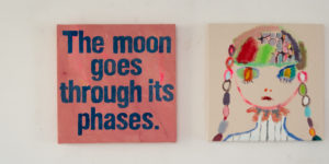 『The moon goes through its phases.』